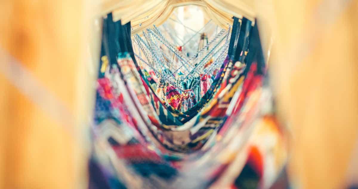 O que você precisa saber para ter um guarda roupa mais sustentável