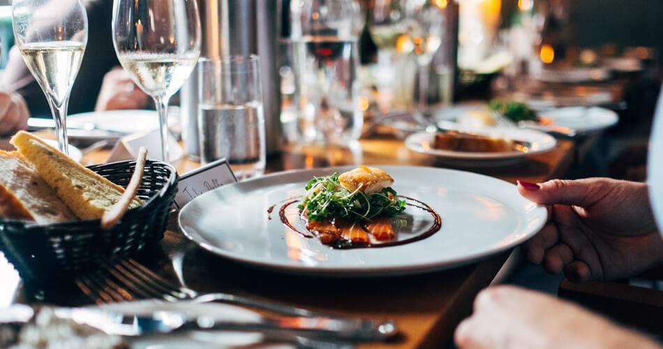 10 restaurantes famosos que você pode comer gastando pouco